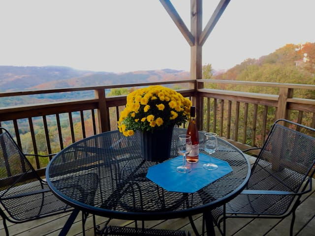 Spring Discount! Two-Story Condo with Jacuzzi - Sugar Mountain - Condomínio