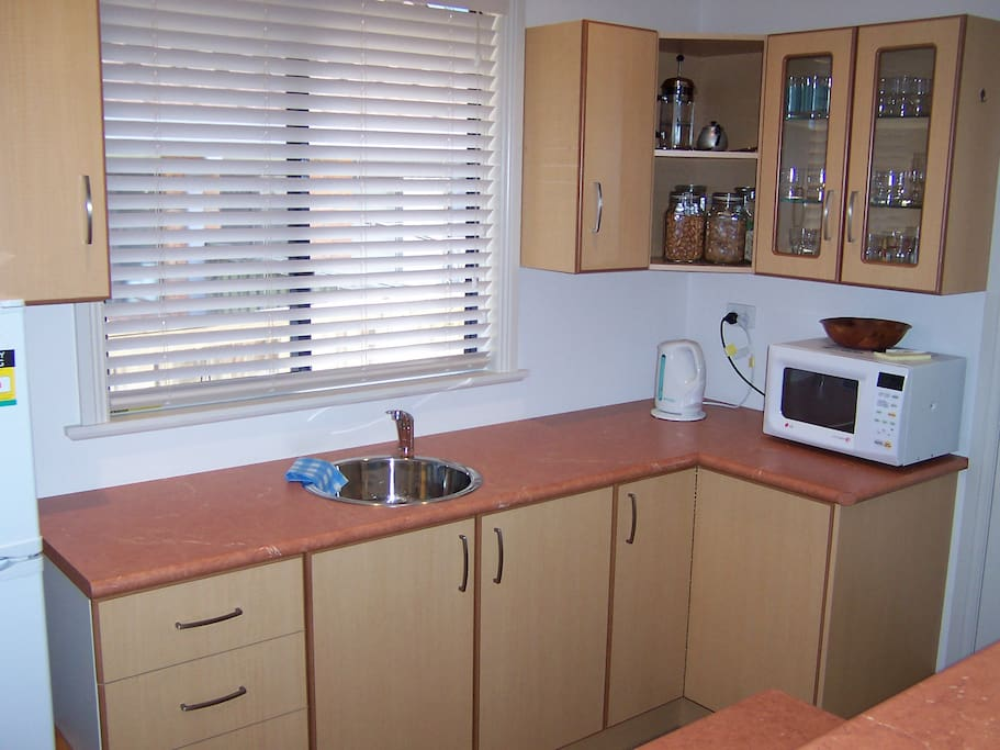 Kitchenette with barbecue area adjacent
