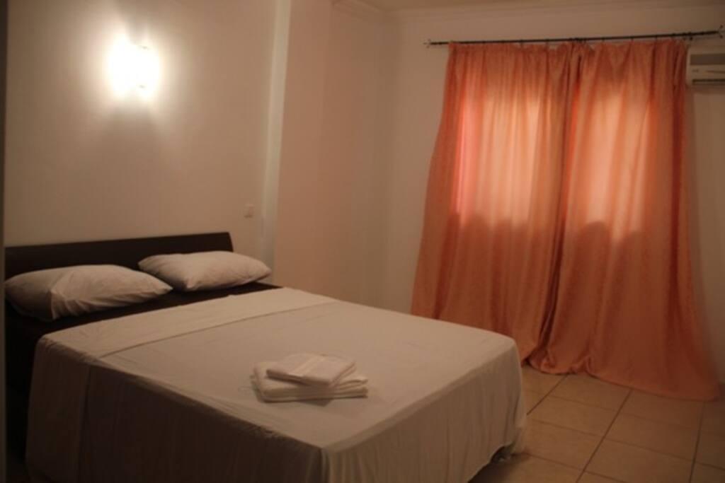 Grande chambre pour deux personnes marrakech condomini for Chambre a coucher deux personnes
