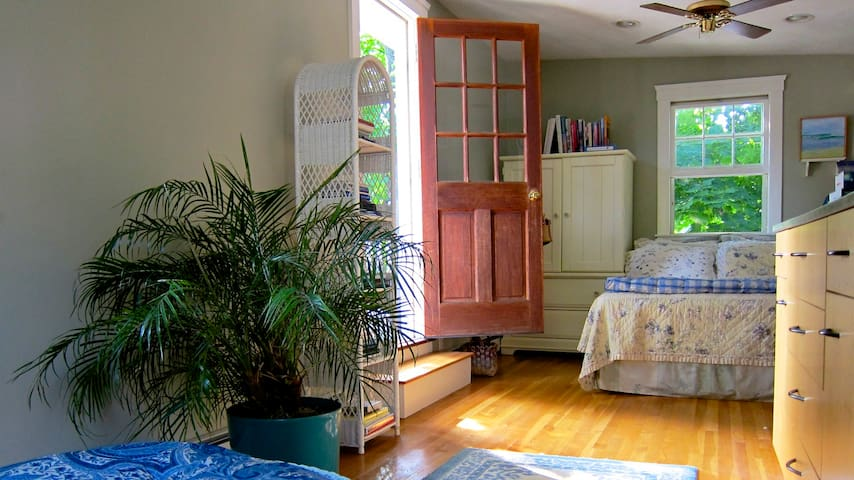 Charming Studio with Deck in Center of Old Town - Marblehead - Bed & Breakfast