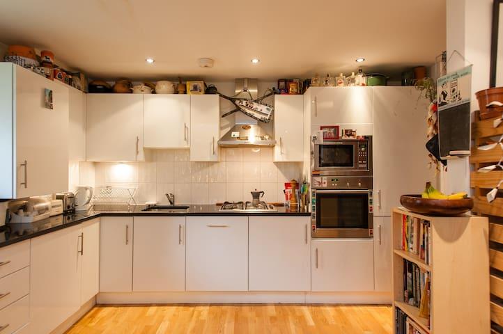 ENSUITE DOUBLE BEDROOM IN ZONE 1 - London