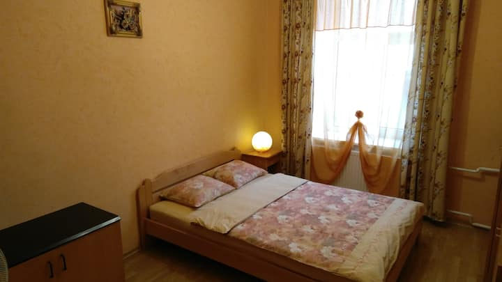 Orange double room in the Center near Old City No2