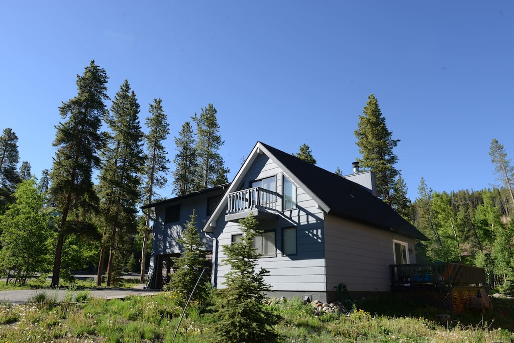 3 bdrm on free shuttle minutes to town houses for rent for Breckenridge cottages