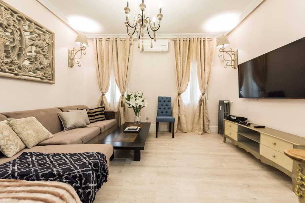 You can chill on this homelike great sofa after a long day of sightseeing and enjoy a wonderful stay