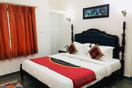 Luxurious Stay in Udaipur (LakeView).