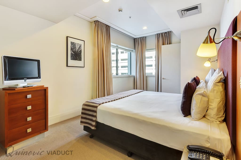 Large airconditioned apartment in the heart of Viaduct Harbour