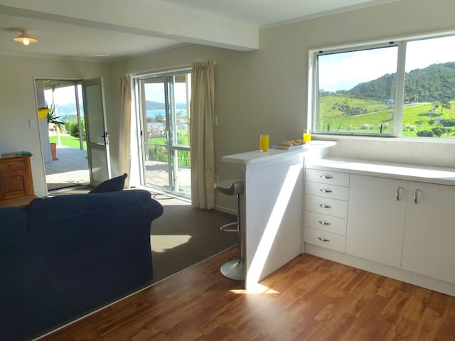 Sunny Apartment by a Stunning Beach - Tutukaka - Apartamento