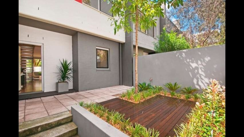 Modern home in convenient location - Zetland - Casa