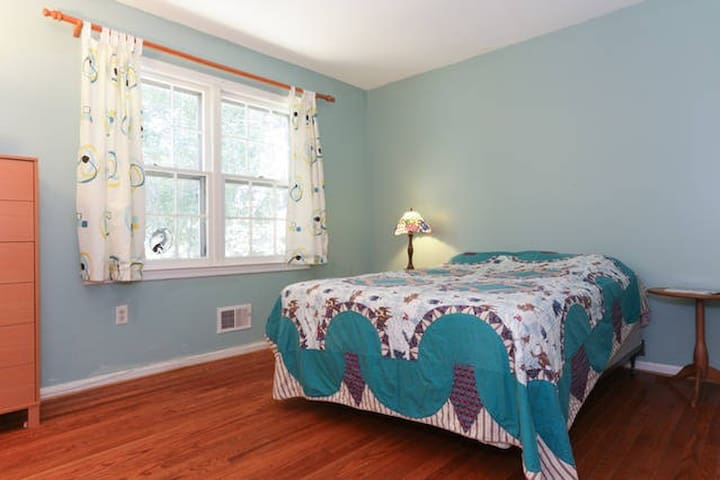 Private Room in Spacious Silver Spring Home (B) - Silver Spring - Huis