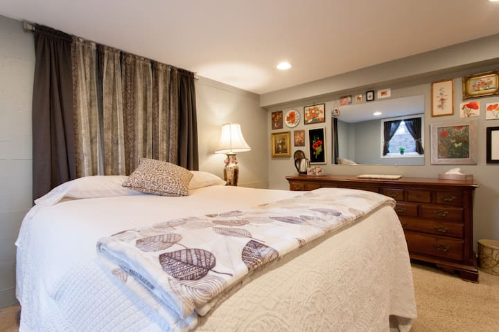 Private Suite + Extra BR in Calm and Quiet House