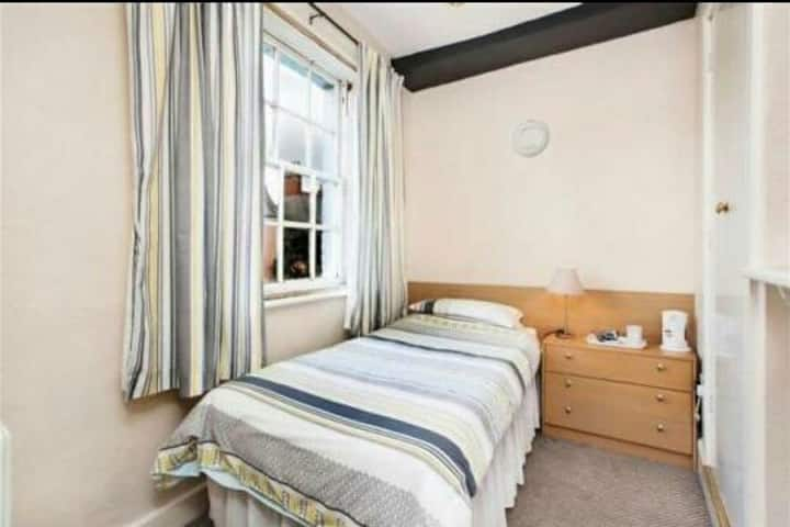 A cosy single room with ensuite