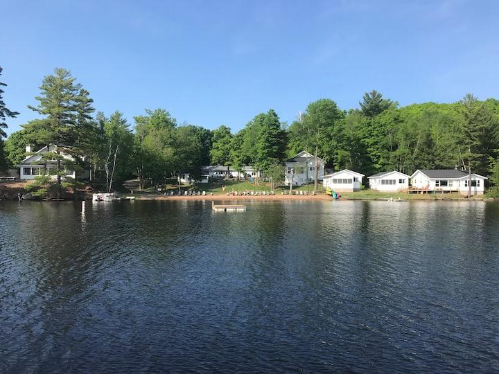 Beautiful,Brand New Cabin, sleeps 10, Lake, Beach