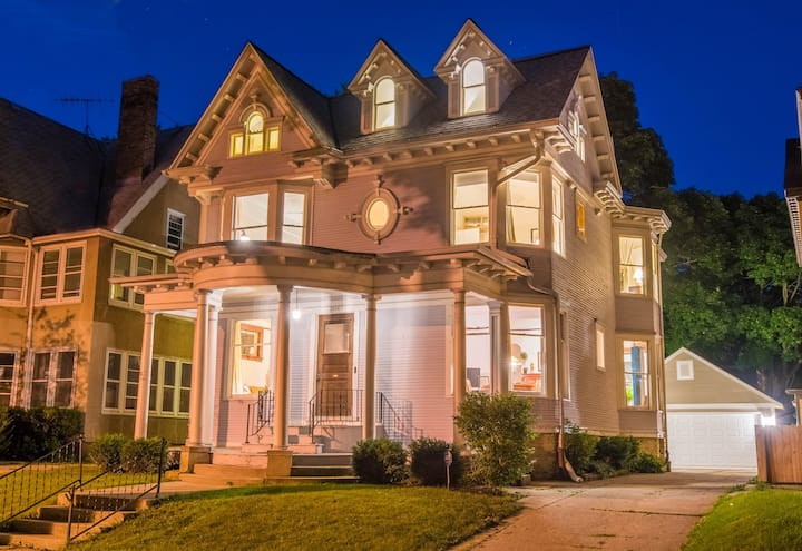 STUNNING VICTORIAN-SPACIOUS and COZY w / 8 Bdrms