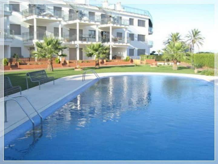 Apartment in sea-front with access to two shores.