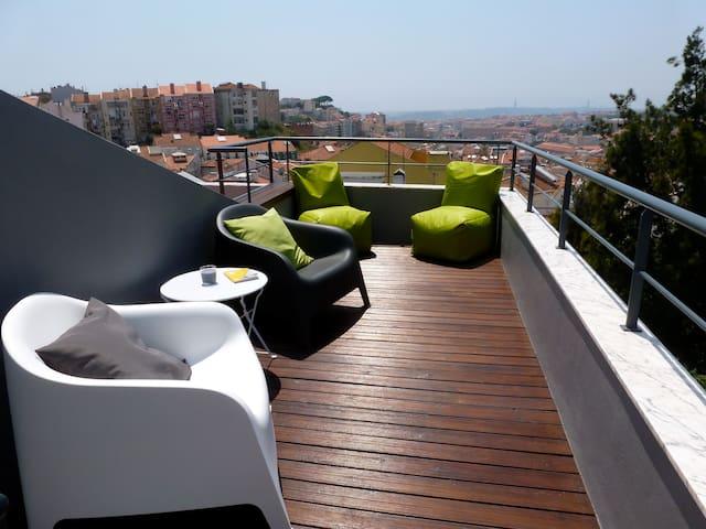 Magnifique vue et terrasse au soleil T3 Lisbon - Lissabon - Appartement
