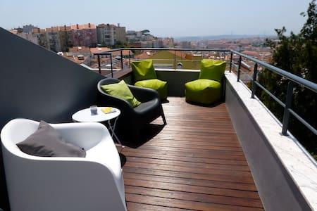 Magnifique vue et terrasse au soleil T3 Lisbon - Лиссабон - Квартира