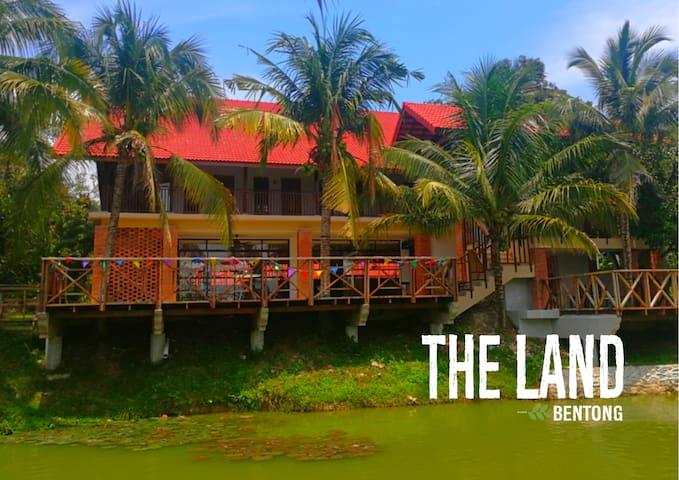 The Land Bentong - Farm Stay Resort Cabins (15pax)