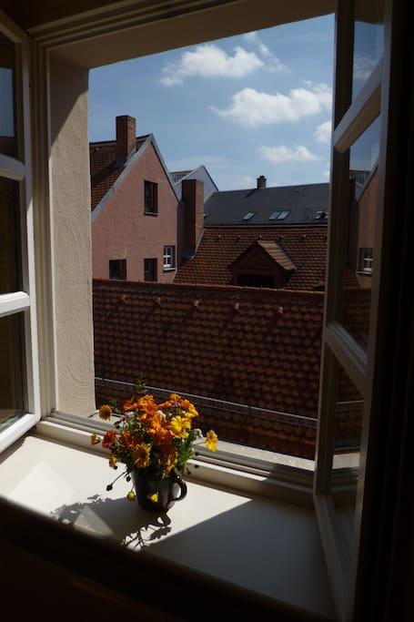 2 zimmer in der romantischen altstadt wohnungen zur miete in regensburg bayern. Black Bedroom Furniture Sets. Home Design Ideas