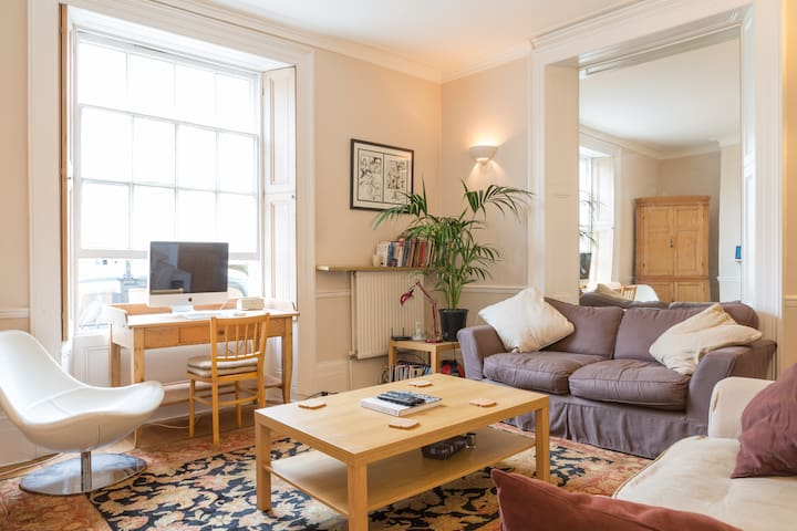 Bright and airy 1-bed flat, nr Clifton & BBC