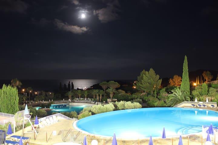F1 Cap Esterel vue mer piscine golf