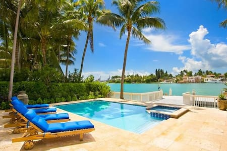 Waterfront villa in Miami Beach sleeps 8! - Miami Beach