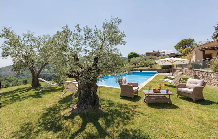 Holiday cottage with 4 bedrooms on 160 m² in Subbiano AR