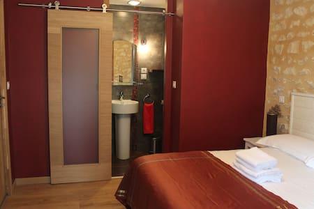 Charming room in Le Périgord Noir - Rouffignac-Saint-Cernin-de-Reilhac