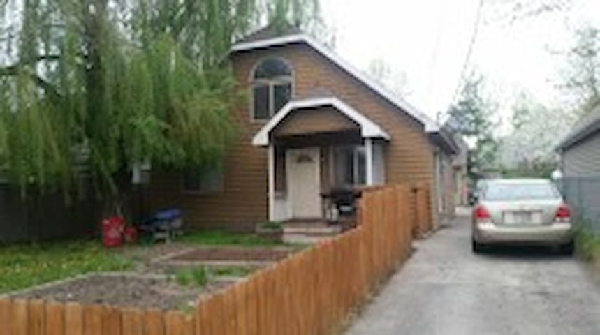 Cozy 4 bedroom house near downtown - Moscow - Huis