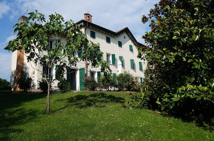 """Villa """"Ballo delle Streghe"""" - Montebelluna  - Vila"""