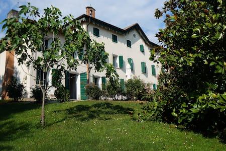 """Villa """"Ballo delle Streghe"""" - Montebelluna"""