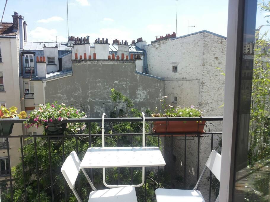 Manger sur le balcon, sans vis à vis !