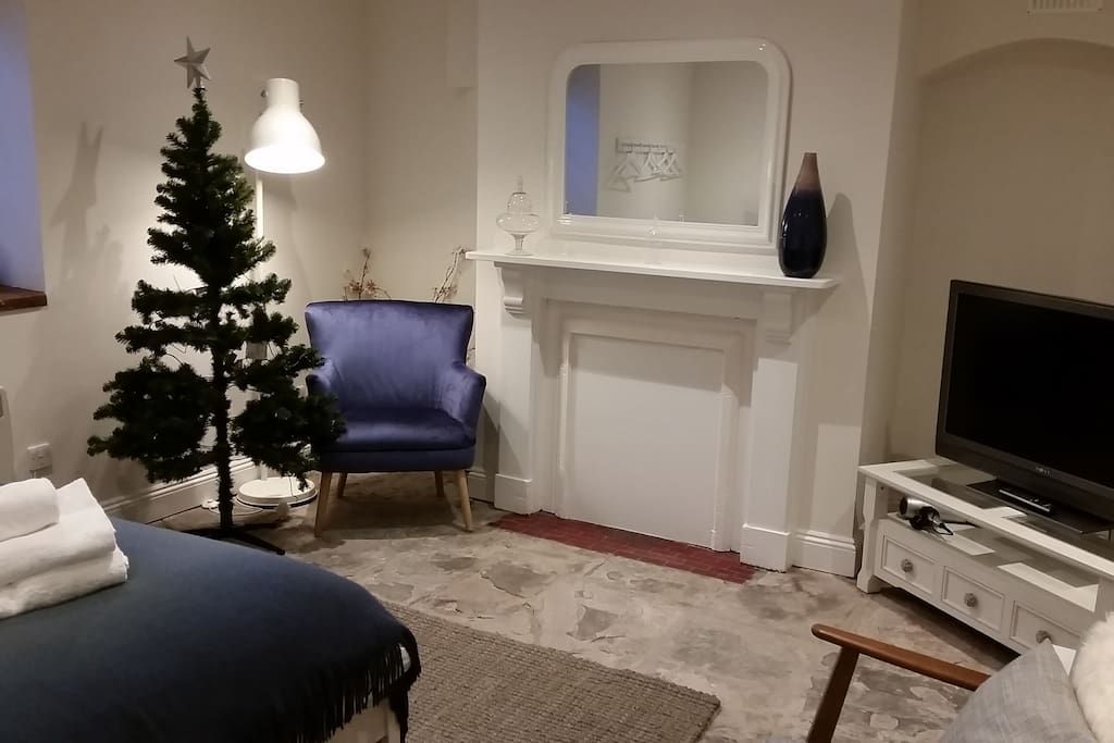 Guests who stay in December can enjoy a lovely Christmas tree!