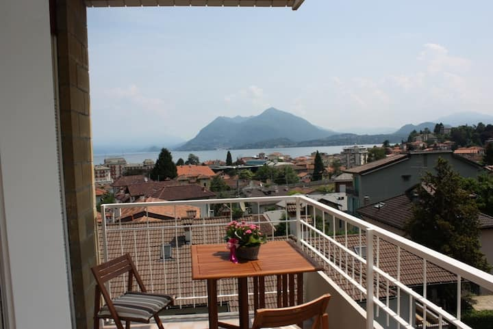 Stresa Apt. CENTRAL with LAKE VIEW (and Wi-Fi!)