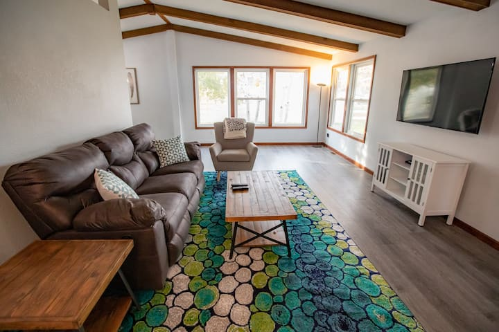 Newly remodeled, comfy 3 bedroom house- North area