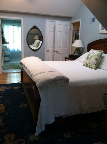 Great K BR w private bath in suite - Ithaca - Bed & Breakfast