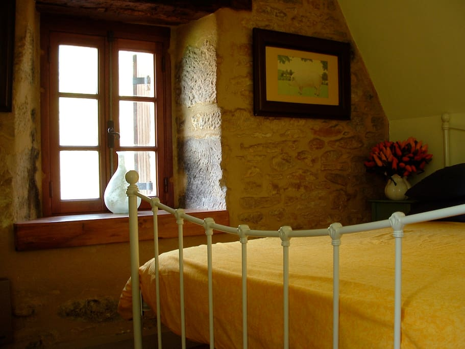 WE HAVE TWO DOULE BEDDED ROOMS