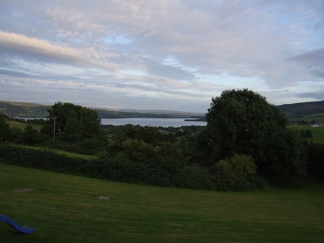 Garden Apartment Stunning Lake View - Killaloe - Hus