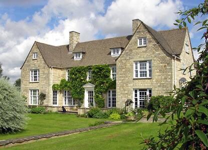 Lady Lamb Farm The Rose Room - Meysey Hampton - ที่พักพร้อมอาหารเช้า