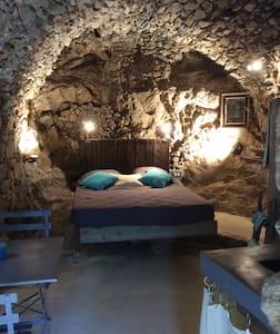 CHEZ CARO, A CAVERNA DI ANNA - Corbara, Haute-Corse - Bed & Breakfast