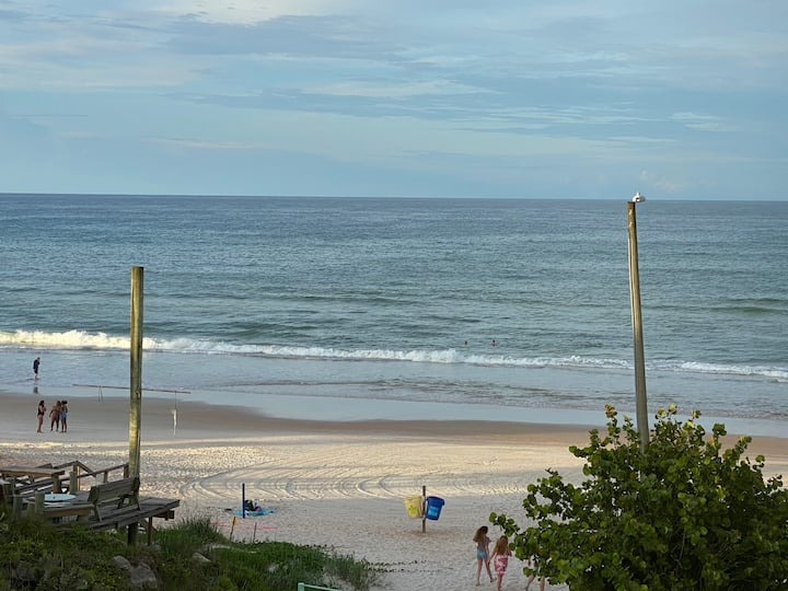 View the Ocean from your bed. Ormond Beach!
