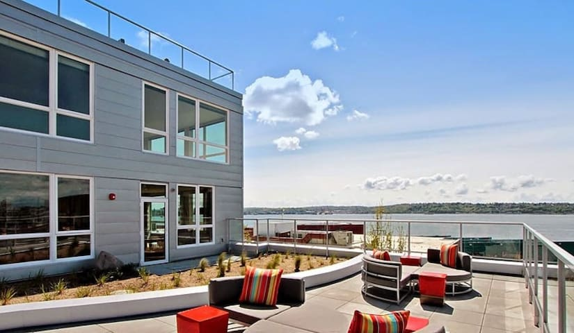 Beautiful, Modern and Convenient Pike Place Home