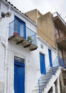 Artist's/Writer's Studio in Sicily! - Apartment
