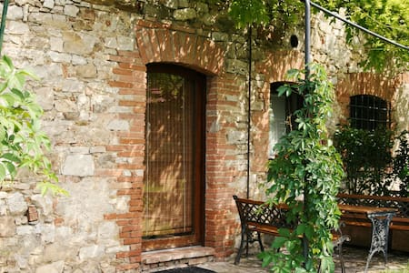 "The property is an old restored farmhouse, divided into separate apartments. In the hilly countryside of Umbria, right in the middle of ""the green region of Italy"", is a perfect base to relax and visit the villages and cities of art."
