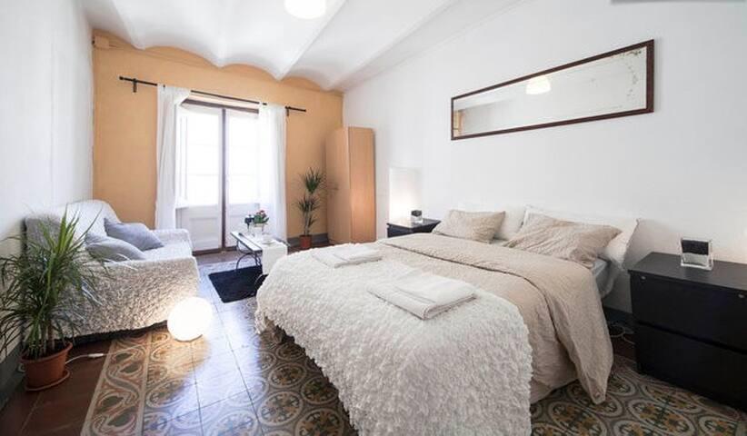 LAS RAMBLAS! Amazing double room with balcony! - Barcelona - Apartment