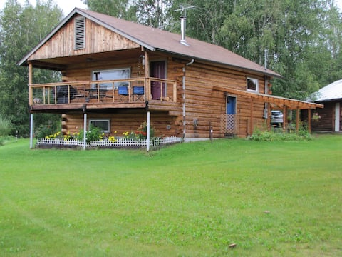 Onig's Cabin-Arctic Roots Farm