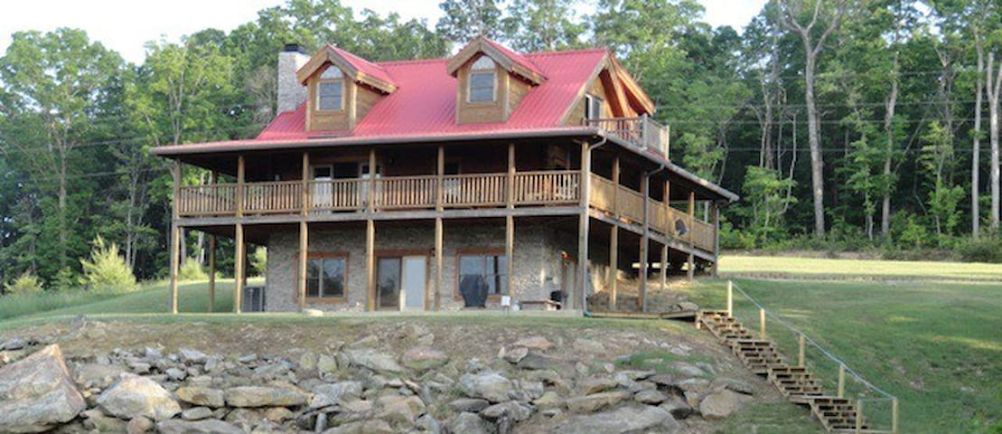 Log Cabin w/ Spectacular Bluff View - Spencer - Hytte