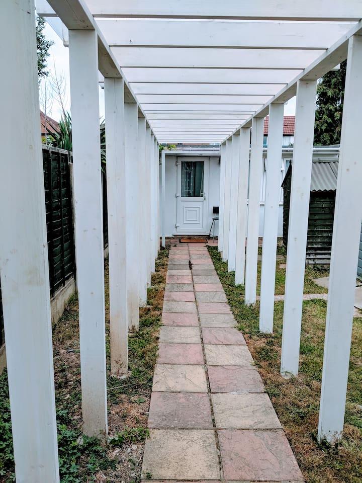 Private Entrance, rain-free walk