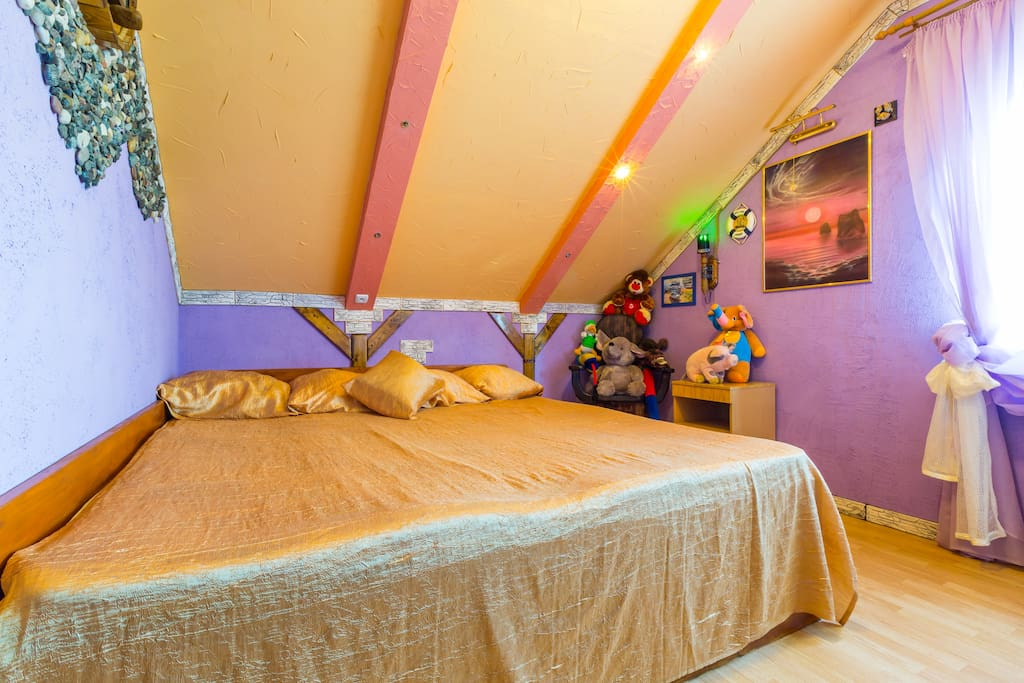 Сиреневая спальня (фото штатного фотографа Airbnb)