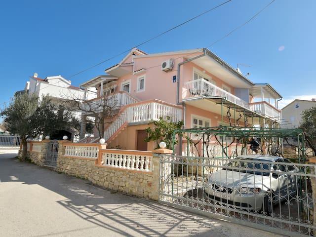 Holiday Apartment Nenadić in Vodice