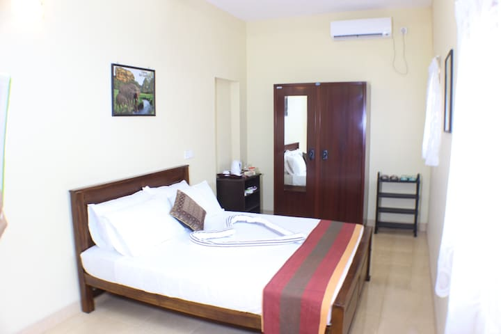 Deluxe ensuite private A/C room w/hot water shower - Negombo - Casa